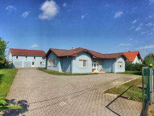 Rodinný dom/administratívna budova, na predaj Vráble