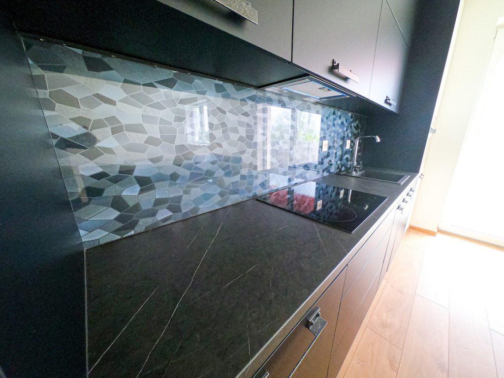 vzorový byt kuchynská časť pohľad na zástenu